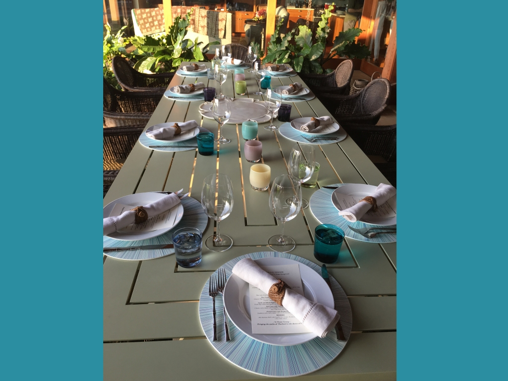 table setting close tu